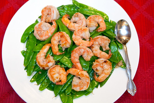 Stir fry snow peas with prawns