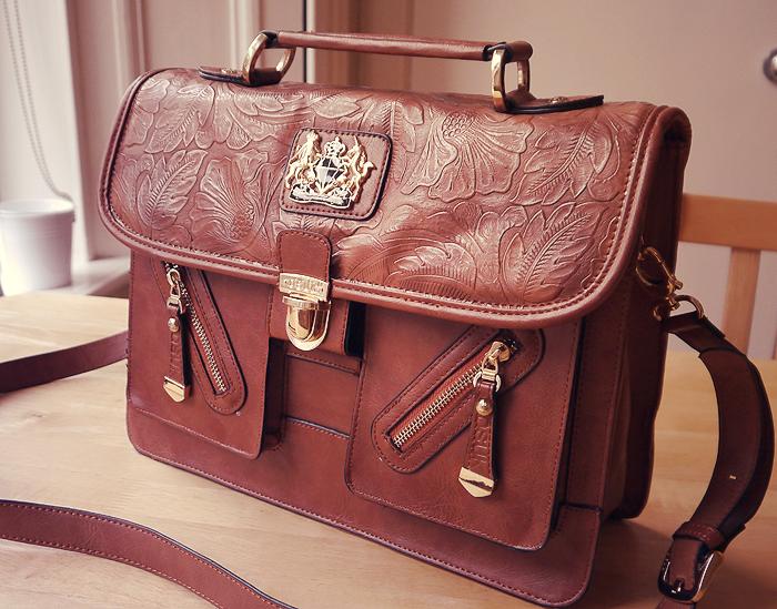 handbag essentials 5