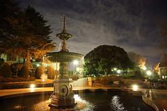 夜の噴水広場
