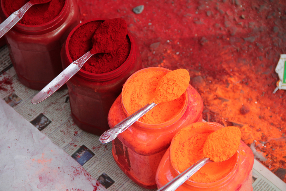 Colors outside Kalighat Temple