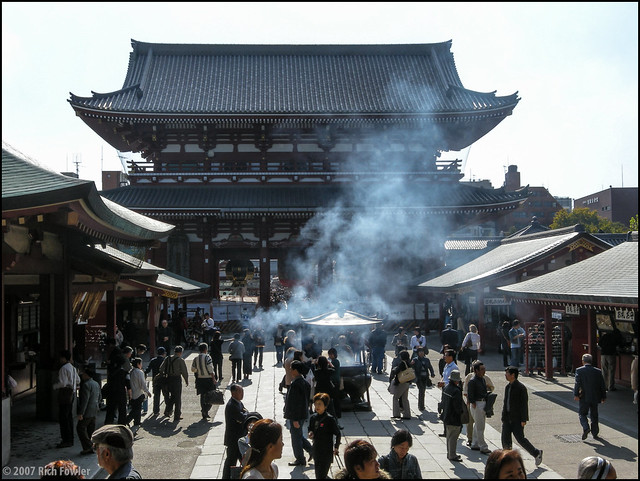 Senso-ji Houzoumon-Viewing it from the Hondo