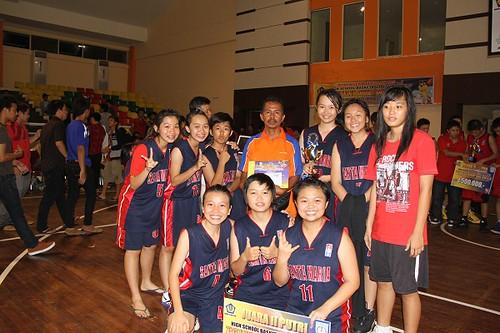 Tim basket putri di Pajak Cup 2012 di GOR Tribuana - SMA Santa Maria Pekanbaru