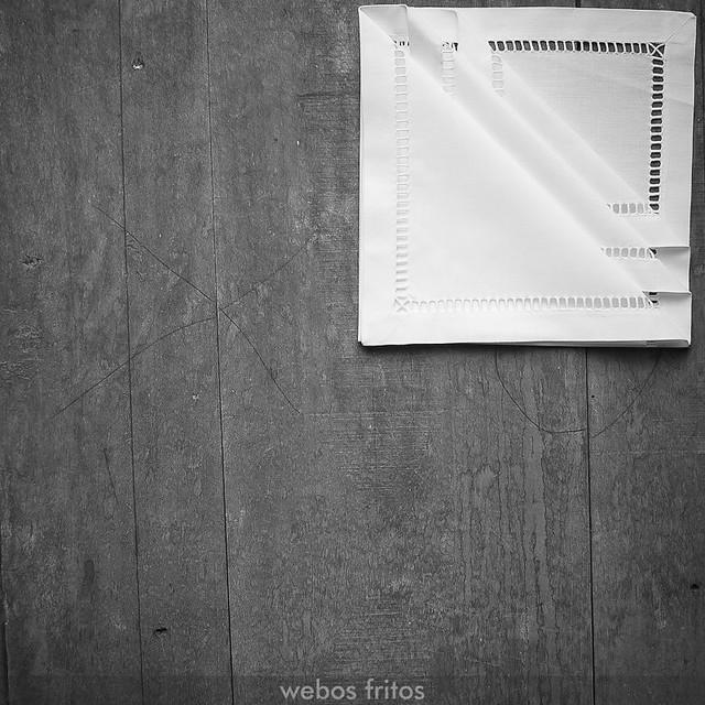 Cómo presentar los cubiertos con una servilleta - Paso 6