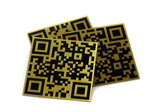 Plates QR code engraved in brass and black lacquered