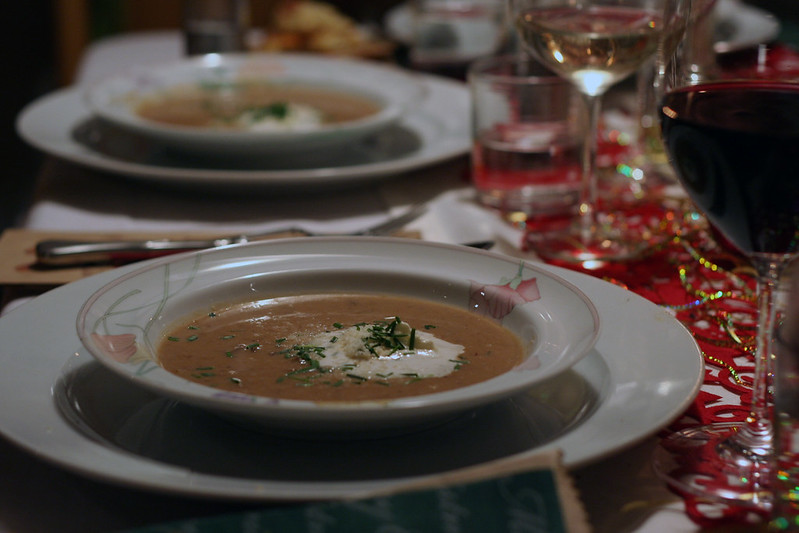 türchen 17: steinpilz-suppe mit parmesan & prosciutto-sticks