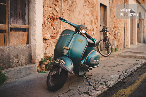 Lorenzo's Vespa. by raul gonza|ez