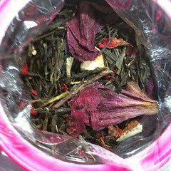 "mariage freres' ""happy queen"" green tea, pomagranate, citrus, peony #tea love the hot pink can too!"