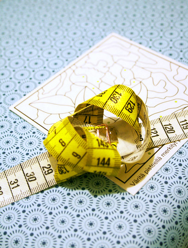 Measuring tape present decoration