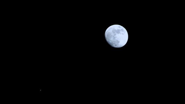 Conjunción en el cielo de Navidad, Júpiter y la Luna / Conjunction in the Christmas Sky: Jupiter & Moon