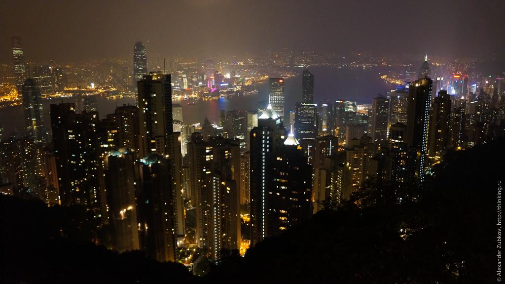 Вид на ночной Гонконг с пика Виктория