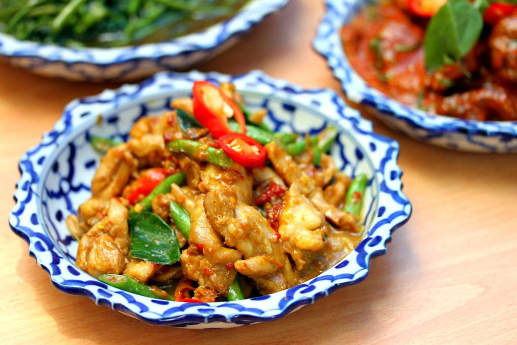Soi Thai Kitchen: Thai Yellow Ginger Chicken