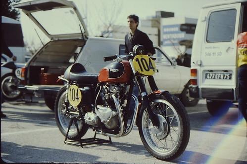 Triumph pre-unit Castellet 1984 by motosanglaises