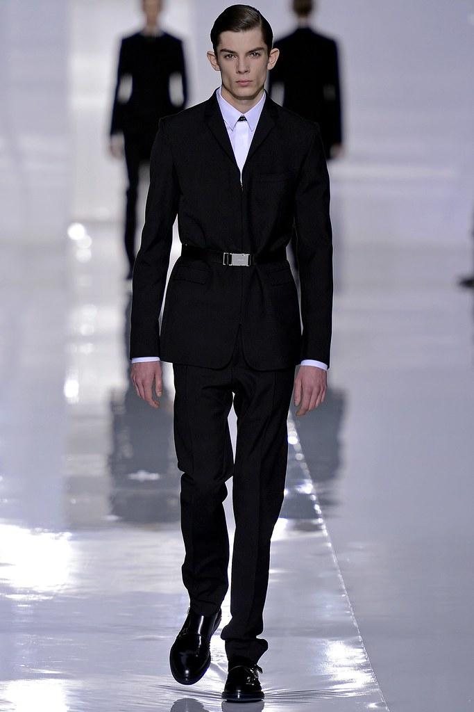 FW13 Paris Dior Homme005_Matthieu Gregoire(GQ.com)