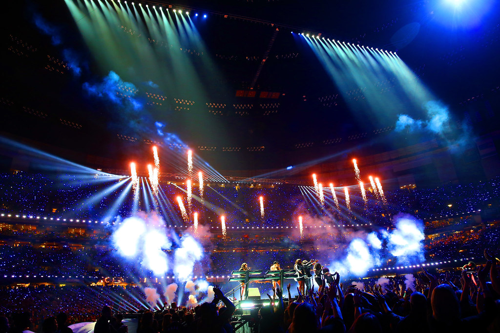 Superbowl halftime show, fireworks, Beyonce, Jay-Z, bad music, Tom Petty, performances