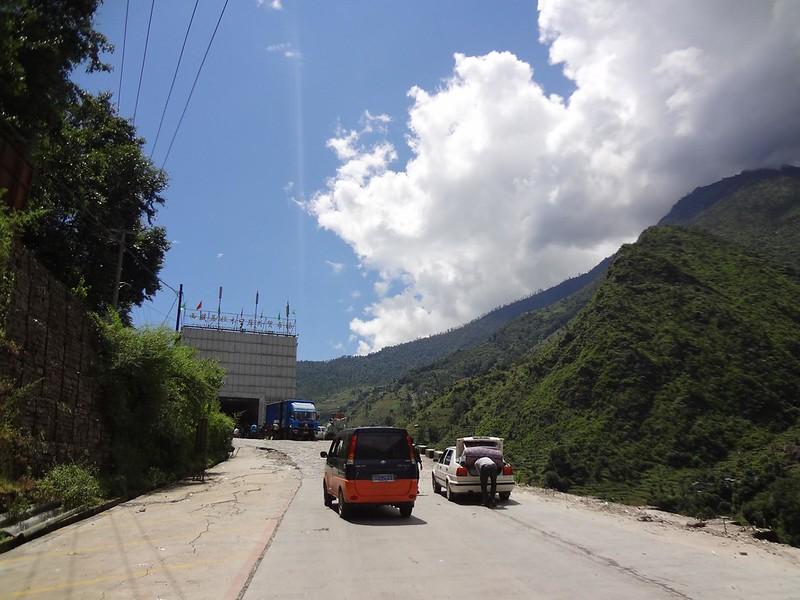 Estrada Fronteira do Nepal até Zhangmu Tibete