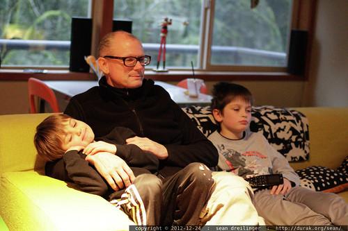 Grandma Neeta and Grandpa Jeff arrived today, prepared to celebrate xmas with their grandsons tomorrow    MG 0823