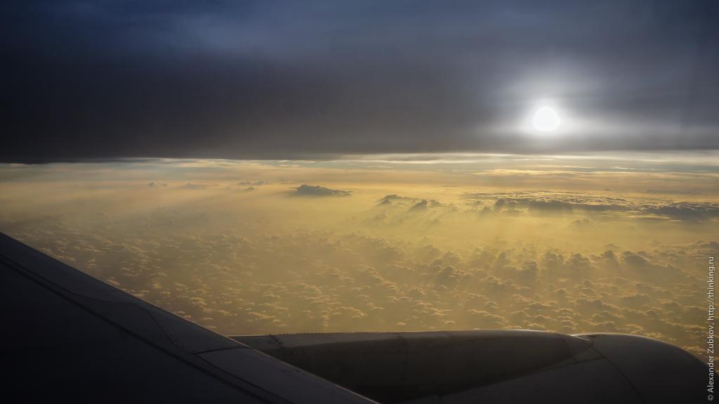 Инопланетный пейзаж по пути в Гонконг