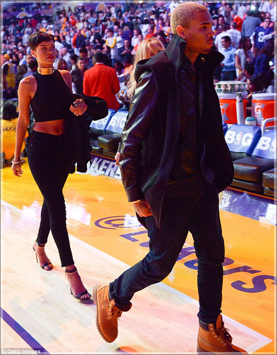 Rihanna_chris_Brown_leave_staples