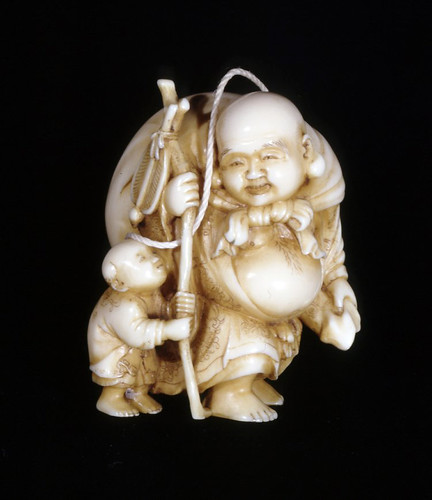 018-Netsuke. Hotei con el niño. Hecho de marfil. Autor Ryoraku-© Trustees of the British