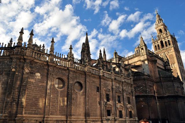 Exterior de uno de los laterales de la Catedral de Sevilla Catedral de Sevilla, sepulcro de la historia de américa - 8323082030 035191480a z - Catedral de Sevilla, sepulcro de la historia de américa