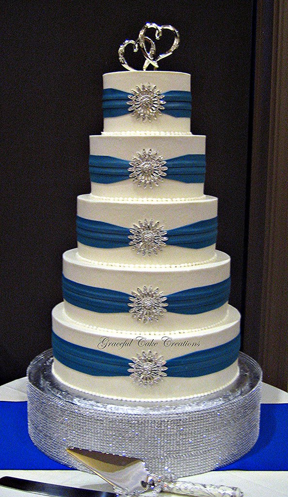 Royal Blue Cake Images : Elegant White Buttercream Wedding Cake with Royal Blue ...
