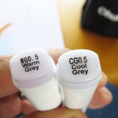薄いグレイの温かい方と冷たい方