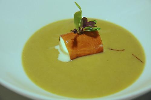 Restaurante Solana - Base de foie con un canelon de módena y el interior de espuma de queso pasiego, y fuera crema de col de La Bien Aparecida.