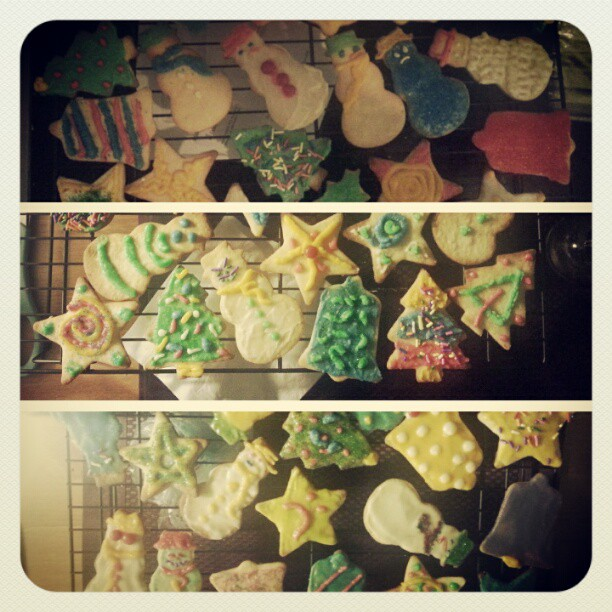 Tonight @alantwentyseven and I did some classy Christmas cookie decorating.
