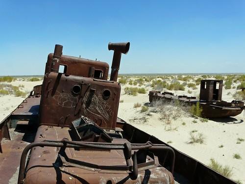 Barco varado en el Mar de Aral