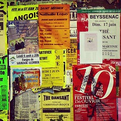 Panneau d'affichage. #posters #flyers #noticeboard #french