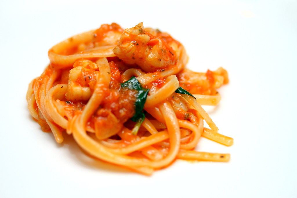 Burlamacco Ristorante: Linguine with lobster in Spicy Arrabiata Sauce (Linguine all'aragosta)