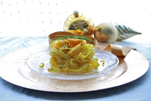 Tagliatelle dorate con gamberi profumati agli agrumi