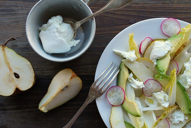 salade dhiver dendives avocat poire radis et mozzarella di bufala