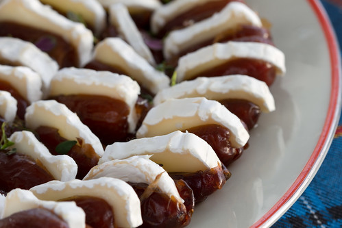 Datlid kitsejuustuga / Dates with goat's cheese
