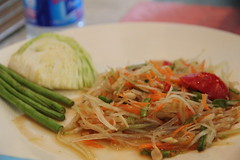 meal, lunch, cellophane noodles, green papaya salad, food, dish, pad thai, cuisine,