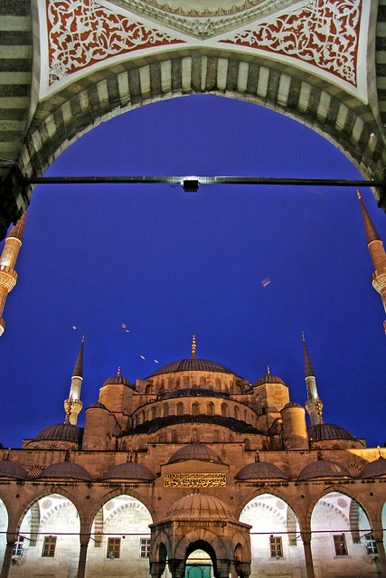 Blue Mosque at night, Istanbul, Turkey イスタンブール、夜のブルーモスク