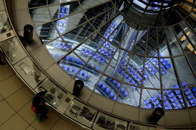 Mirando el parlamento aleman desde arriba
