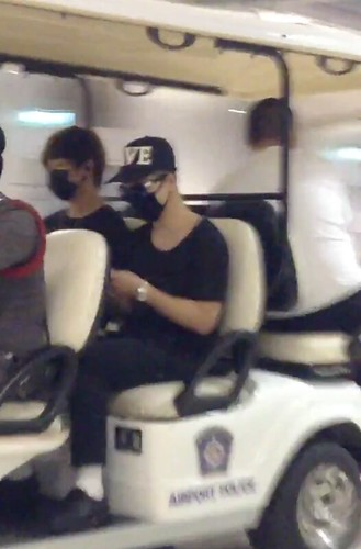 Big Bang - Thailand Airport - 10jul2015 - reborn742 - 02