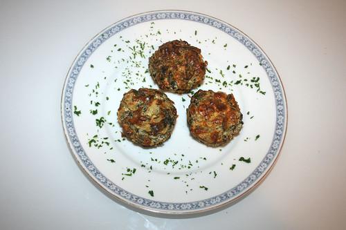 51 - Ricotta-Muffins mit Kartoffeln, Pinienkernen & Pak Choi / Ricotta muffins with potatoes, pine nuts & pak choi - Serviert