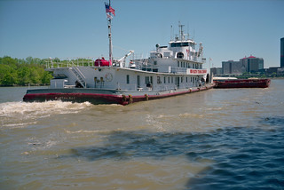 99d071: Martha Mac upbound on Ohio River at L&I Bridge