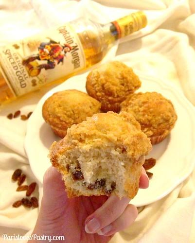 圣诞节早晨松饼:朗姆酒浸干的葡萄干松饼