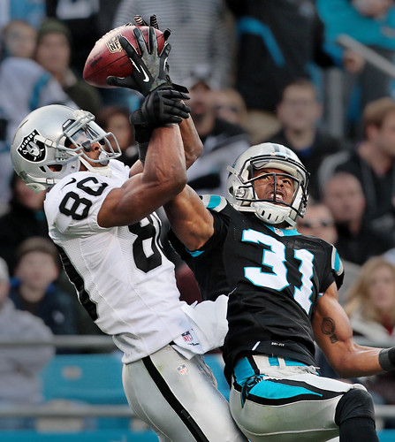 Panthers vs Raiders: Dockery defense
