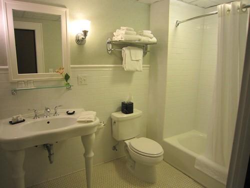 General Francis Marion Hotel Bathroom