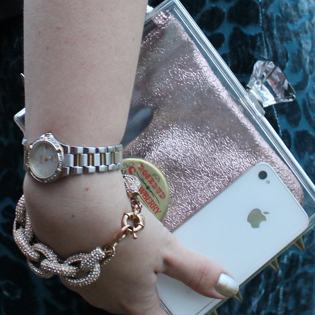 DIY studded transparant clutch