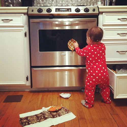 Pretending to clean the oven...she DOES take after Mama, at least a little! @bpowell777