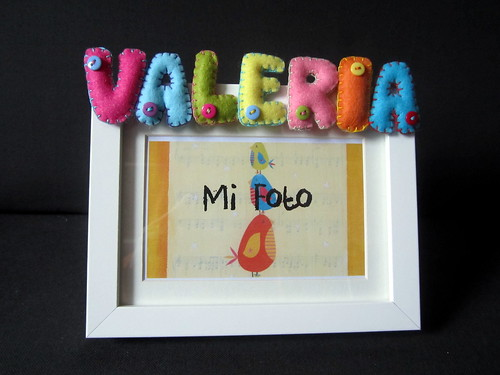 Marco de fotos con nombre en Fieltro - ChikiPol - Valeria - Multicolor