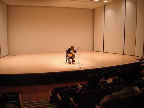 第3回安曇野ギターコンサートでの演奏/遠景 2012年12月8日 by Poran111