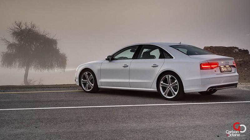 2013_Audi_S8-2.jpg