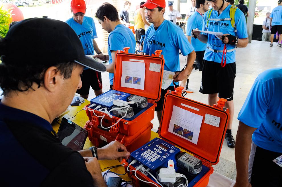 La organización de la carrera de aventura Mandu'arã Light emplea tecnología de primera para controlar el circuito y medir los tiempos de los participantes, consiguiendo de esa forma información inmediata a la hora de decidir ganadores y premiarlos sin equivocaciones. (Elton Núñez)
