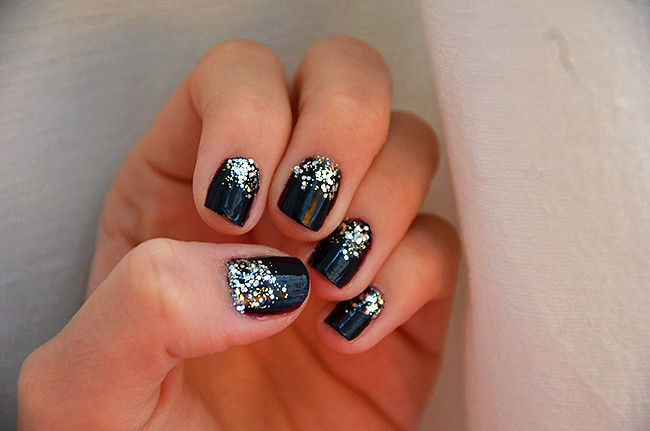 sparkly_nails